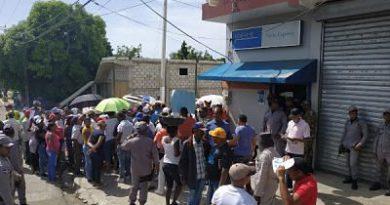 Sanjuaneros protestan por alta facturación y largas tandas de apagones