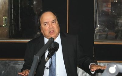 Vinicio Castillo dice Palacio fracasó al intentar «perfumar hediondo tiburón podrido reeleccionista»