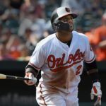 Los dominicanos conectan 10 hits en victoria de Baltimore; Villar jonronea en el inning 16