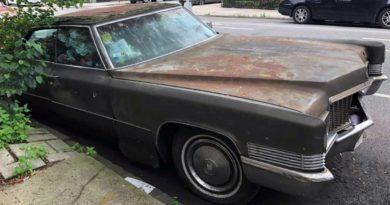 Cadillac modelo 1971 estuvo 25 años estacionado en una calle de Brooklyn y fue remolcado por queja de un residente