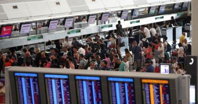 Cancelan más de 300 vuelos en Hong Kong a la espera de más protestas en el aeropuerto