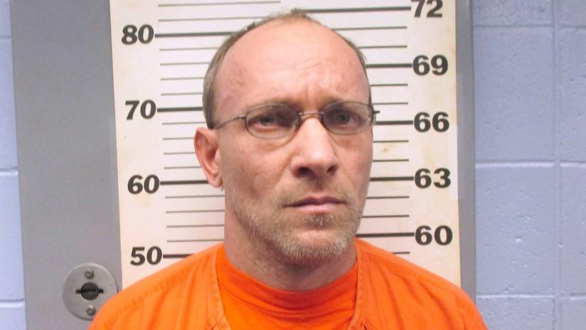 Arrestan a un pedófilo fugitivo que estuvo escondido en un búnker por más de tres años