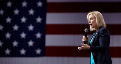 """La demócrata Kirsten Gillibrand abandona la carrera electoral y Trump se burla, afirmando que era la candidata a la que él """"temía de verdad"""""""
