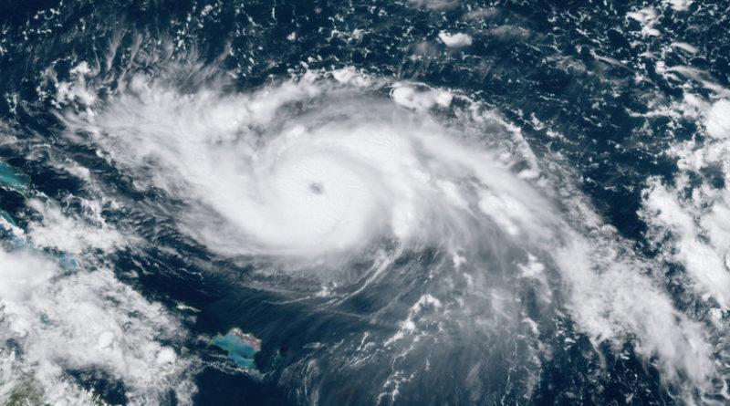 """ALERTA :El """"extremadamente peligroso"""" huracán Dorian gana fuerza y alcanza la categoría 4"""