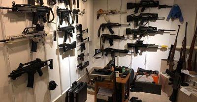 A juicio de fondo hombre acusado de traficar con 106 armas de fuego