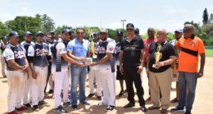 Seguros Patria se corona en torneo softbol chata dedicado al Diputado Luis Alberto Tejeda , este entrega anillos de campeones