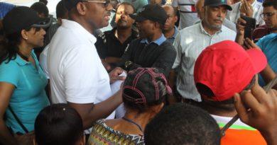 ASDE y MOPC inician asfaltado de calles en el sector Terminal Esso de los Mameyes