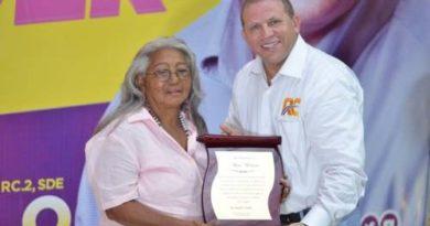 ATENCIÓN: Castillo recibe masivo respaldo de mujeres en SDE