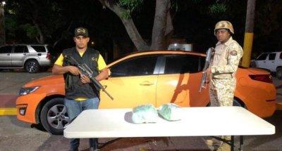 CESFRONT ocupa dos pacas de supuesta marihuana a bordo de un vehículo y detiene conductor