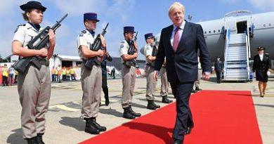 Caen la libra y las bolsas de Europa tras el pedido de Boris Johnson de suspender el Parlamento británico antes del Brexit
