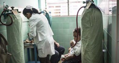 """EE.UU. ofrece tres millones de dólares a organizaciones que """"investiguen"""" a los médicos cubanos en el exterior"""