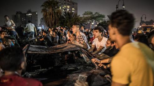 Al menos 17 muertos en una explosión frente a un hospital en El Cairo