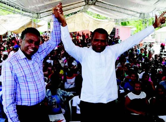Félix Bautista cumple su promesa y entrega anillos