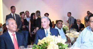 Gonzalo Castillo recibe apoyo de 126 alcaldes y funcionarios municipales