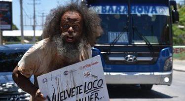 """Jonás Ramos trae a Barahona campaña """"Vuélvete loco, pero no la mates"""""""