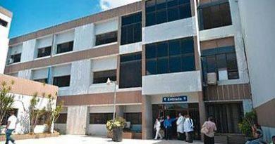 Los médicos de la maternidad Rene Klang de Santiago, volvieron a paralizar las labores ahora por 72 horas