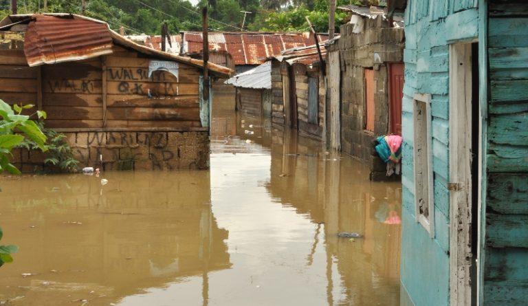 ATENCIÓN: Un muerto y 40 casas inundadas por lluvias