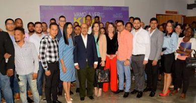 Montás recibe apoyo de grupos de jóvenes y los exhorta a involucrarse en política
