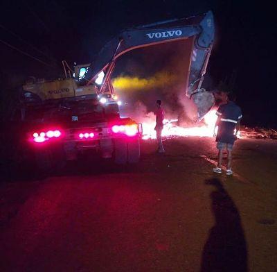Moradores del Perpetuo Socorro queman neumáticos por apagones