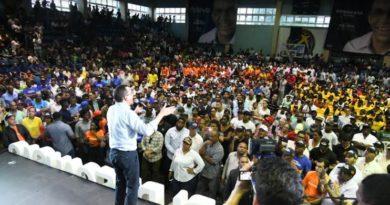 Navarro recibe apoyo de cien movimientos del sector externo