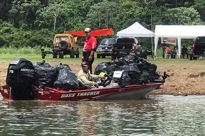 Club de Pesca de Monseñor Nouel realiza segunda jornada de limpieza en la presa de Hatillo