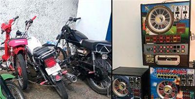 Policía realiza operativo y ocupan máquinas tragamonedas y varias motocicletas