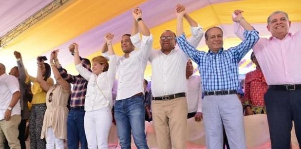 Reinaldo «se la juega» y apoya a Lucía Medina para senadora