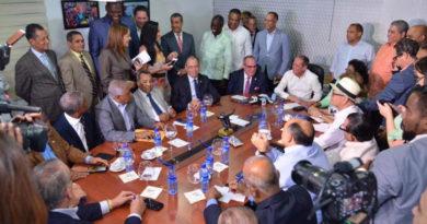 ATENCIÓN: 20 Senadores ratifican apoyo a Reinaldo Pare