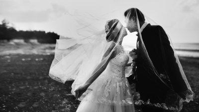 """Una pareja muere en un accidente """"cinco minutos después"""" de su boda"""