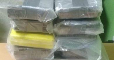 DNCD y Ministerio Público ocupan ocho paquetes de presunta cocaína en aeropuerto de Punta Cana