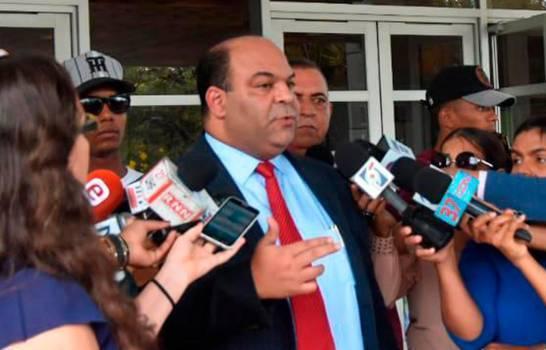 Félix Portes denuncia que sus clientes están siendo amenazados por la exfiscalizadora de Villa Vásquez