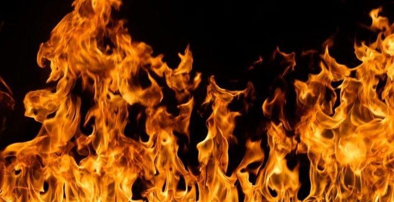 Joven molesto con su padre incendia la casa de la familia en La Romana