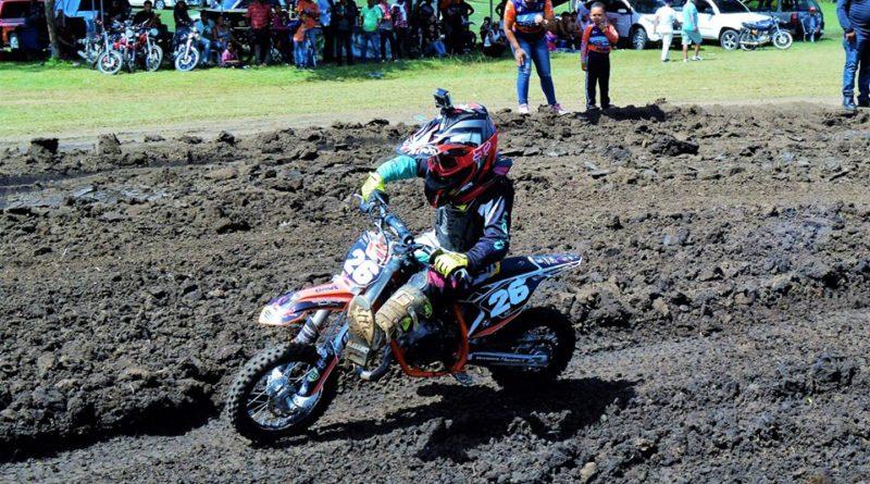 Luis Martínez y Jeffrey Taveras vencen a los expertos en motocross de Dajabón