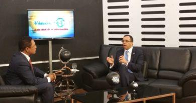 Navarro promete nuevos organismos para controlar la migración y la seguridad ciudadana.