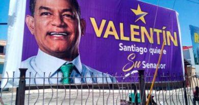 Ayuntamiento de Santiago desmonta valla del senador Julio César Valentín