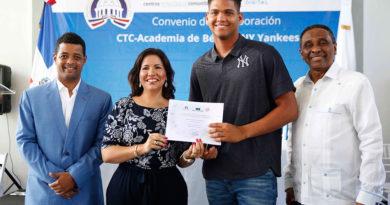 Vicepresidencia y los Yankees firman acuerdo