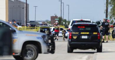 Al menos 5 muertos y 21 heridos en un tiroteo masivo desde un vehículo en marcha en Texas