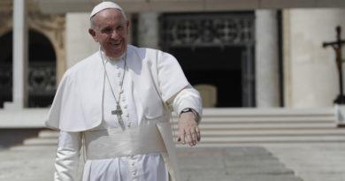 El papa Francisco queda atrapado en un ascensor del Vaticano por 25 minutos