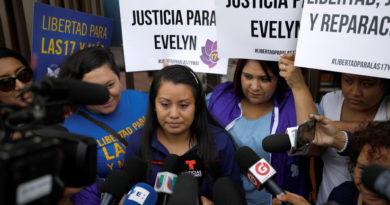 La fiscalía de El Salvador busca procesar por tercera vez a Evelyn Hernández, la joven acusada de abortar