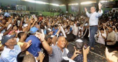 Abinader ve «abuso» funcionarios coordinen la campaña de Gonzalo