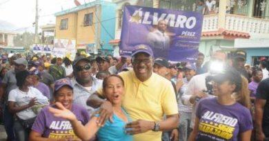 Alfredo Martínez recorre la circ. I, afirma es la garantía de la continuidad del PLD en la alcaldía SDE