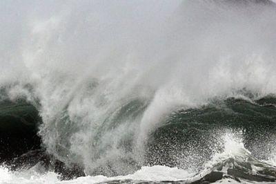 ATENCIÓN : Piden embarcaciones permanezcan en puerto, debido a oleaje peligroso