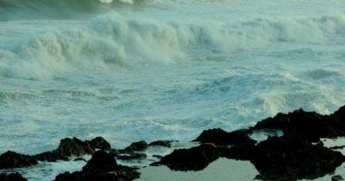ATENCIÓN: Muere una menor arrastrada por ola en playa la Caleta