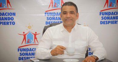 Aspirante alcalde de SDE Luis Alberto Tejeda promete remozar Mercado de Los Mina