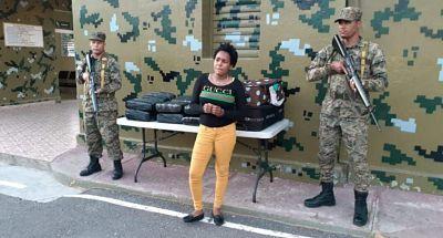Ejército apresa mujer y le ocupa 100 libras de supuesta marihuana en Azua