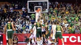 El error por el que tres árbitros fueron expulsados del mundial FIBA