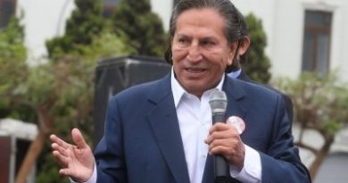 Expresidente peruano seguirá detenido en EE.UU.