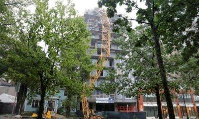 Grúa cae sobre edificio en Canadá por la furia de Dorian