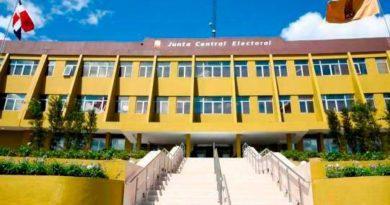 JCE presenta informe de totalidad de ingresos y gastos de precandidatos presidenciales
