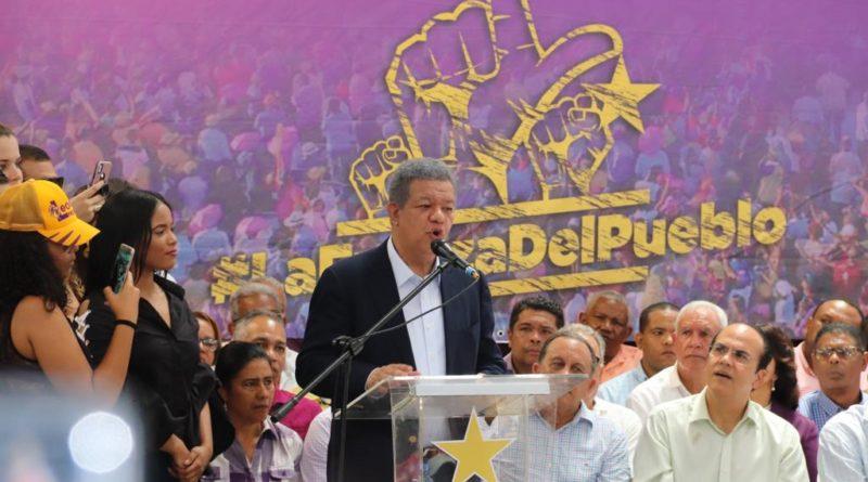 Leonel Fernández promete en Salcedo reactivar el parque de zona franca